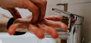 handdroger-vs-papieren-handdoekje